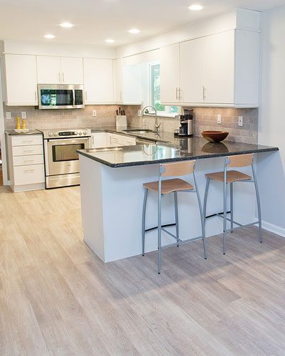 Kitchen-Vinyl-Wood-and-tile-backsplash